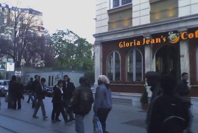 Yeni Gloria Jean's ve İsveç konsolosluğunun bahçesi